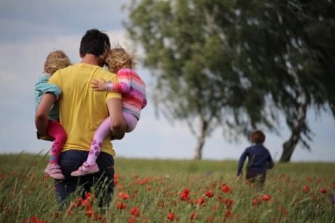 """Pubblicato sulla Gazzetta Ufficiale il decreto-legge per l'assegno """"temporaneo"""" unico per i figli fino a 18 anni"""